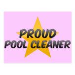 Limpiador orgulloso de la piscina postales