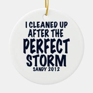 Limpié después de la tormenta perfecta, Sandy Adorno Navideño Redondo De Cerámica