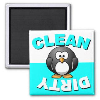 Limpie el imán sucio del lavaplatos con el pingüin