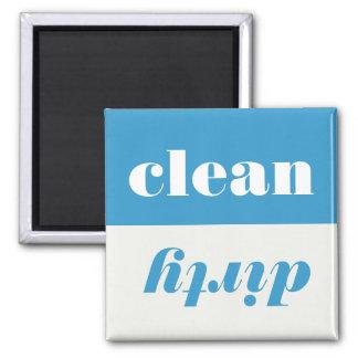 Limpie el imán sucio del lavaplatos del indicador