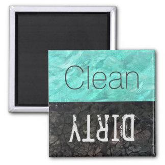 Limpie el lavaplatos sucio de los platos del | imán cuadrado