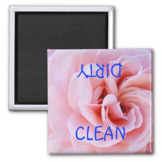 Limpie la flor subió rosa sucio del lavaplatos del imán de frigorifico