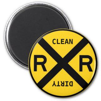 Limpie la travesía de ferrocarril sucia del lavapl imán para frigorífico