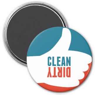 Limpie los pulgares sucios del imán del lavaplatos