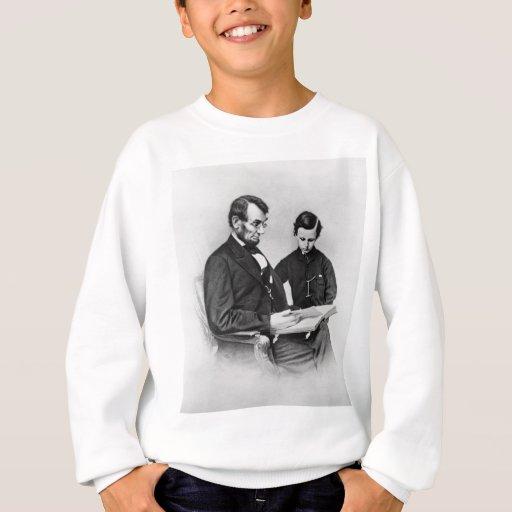 Lincoln que lee con el hijo Tad embroma la Sudadera