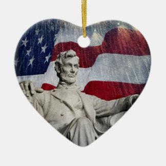 Lincoln y fuegos artificiales adorno de cerámica en forma de corazón
