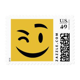 Lindo guiñando en usted emoji timbre postal