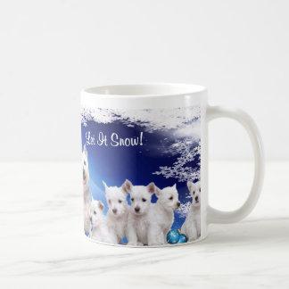 ¡Lindo, lindo! El perrito de Westie lo dejó nevar  Taza Básica Blanca