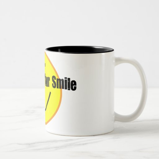 Lindo muéstreme su camisa de la sonrisa taza de dos tonos