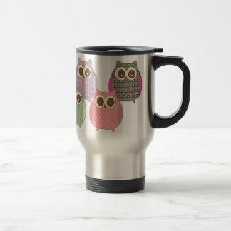 Lindo pocos colores variados de los búhos de pitid tazas de café