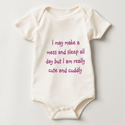 Lindo y mimoso traje de bebé