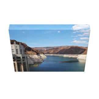 Línea de agua visible en el río impresión en lienzo estirada