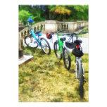 Línea de bicicletas en parque invitación personalizada