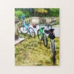 Línea de bicicletas en parque puzzle