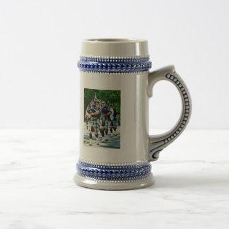 Línea de gaiteros taza de café