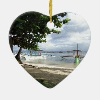 línea de la playa adorno navideño de cerámica en forma de corazón