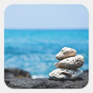 Línea de la playa de Hawaii - coral blanco, rocas Calcomanías Cuadradass