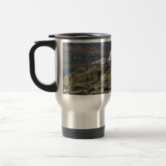 Línea de la playa de la ensenada del contrabandist taza de café
