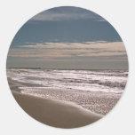 Línea de la playa etiqueta redonda
