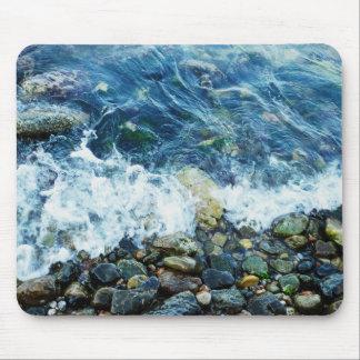 Línea de la playa rocosa alfombrillas de ratones