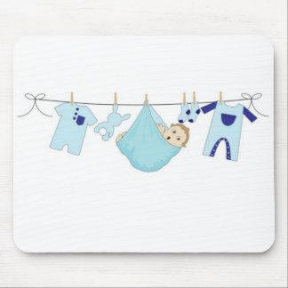 Línea de ropa del bebé alfombrillas de ratón