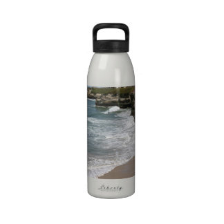 Línea del acantilado del Océano Pacífico de Califo Botellas De Agua Reutilizables