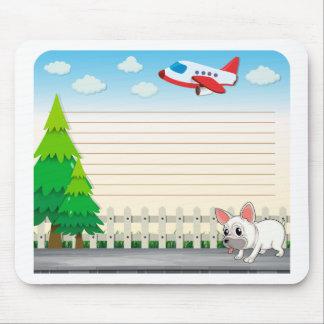 Línea el desing de papel con el perro en la acera alfombrilla de raton