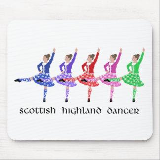 Línea escocesa de la danza de la montaña alfombrillas de ratón