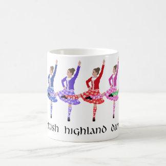 Línea escocesa de la danza de la montaña taza