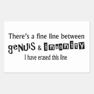 Línea fina entre el genio y la locura pegatina rectangular