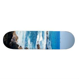 Línea hawaiana ondas de la costa del océano de la skate board