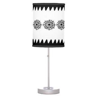 Línea negra frontera 2 del diseño lámpara de mesilla de noche