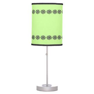 Línea negra frontera del diseño lámpara de escritorio
