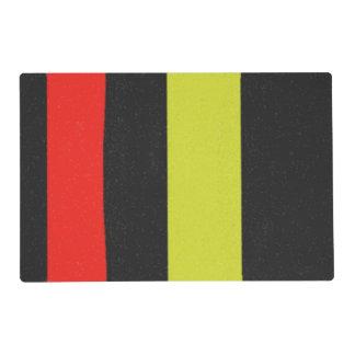 Línea negra roja amarilla modelo salvamanteles