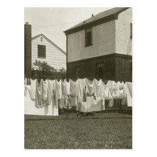 Línea que se lava fuera de casas postales