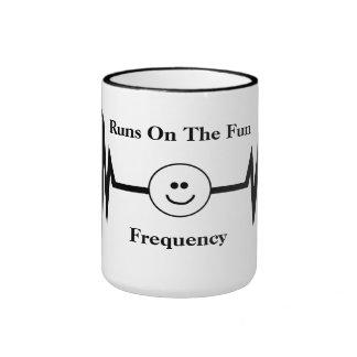 Línea taza de la frecuencia de la diversión de la