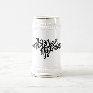 Línea tribal dibujo del amor mágico de la tinta jarra de cerveza