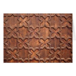 Líneas abstractas simétricas del modelo en madera tarjeta de felicitación