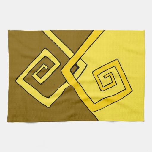 Líneas amarillas retras enrrolladas Brown y toalla
