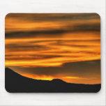 Líneas anaranjadas de la nube tapete de ratón