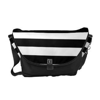 Líneas blancos y negros modelo de las rayas bolsa de mensajeria