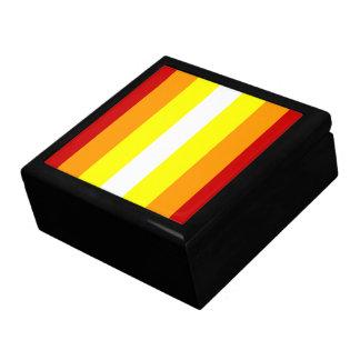 Líneas caja de regalo del modelo joyero cuadrado grande
