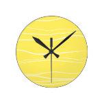 Líneas caprichosas (amarillo) relojes de pared