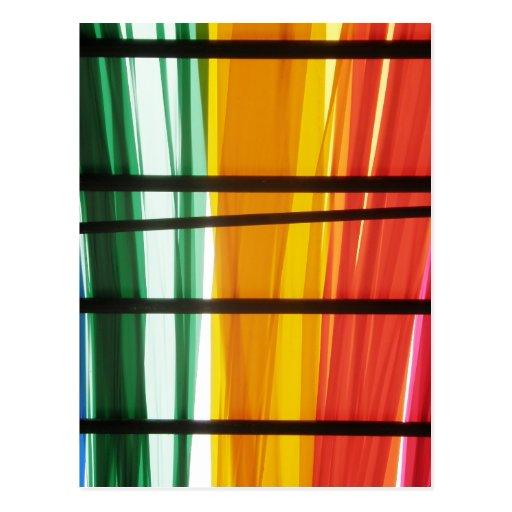 Líneas coloridas del arte de la pintada postal