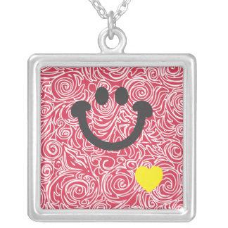 Líneas Curvy collar rojo de la sonrisa
