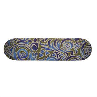 Líneas Curvy monopatín del azul del batik Patín
