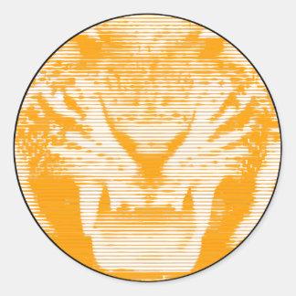 Lineas horizontales del tigre anaranjado enojado pegatina redonda