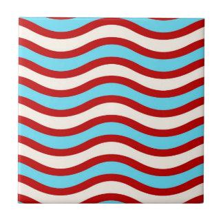 Líneas onduladas blancas rayas de la turquesa roja azulejo cuadrado pequeño