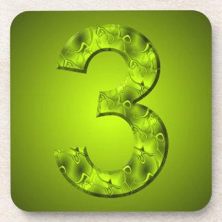 Líneas que fluyen verdes tres número mágico de la posavasos de bebida
