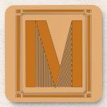 Líneas rectas art déco con el monograma, letra M Posavaso